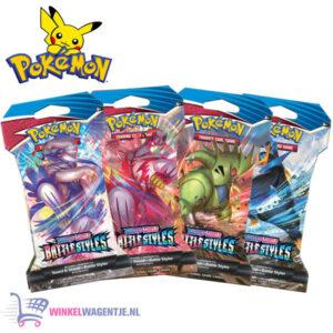 Pokémon Kaarten TCG Sword & Shield Vivid Voltage Booster Pack + Pikachu Sleutelhanger + 3 Pokémon Stickers!