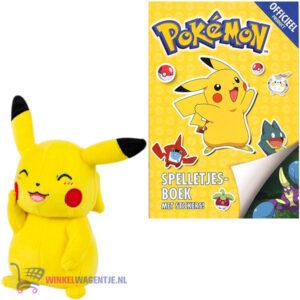 Pokemon spelletjesboek met stickers + Pikachu Pluche Knuffel 20 cm + Pikachu Sleutelhanger + 3 Pokémon Stickers